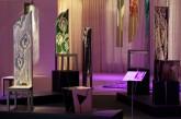 CONVERSAZIONE – Installazione -  Primavera sedie in legno multilaminare - lavorato a scalpello e intarsio, h. cm 155-170 - 2008